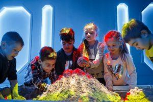 Интерактивная песочница Детский день рождения в Днепр Смартзона Smartzone музей занимательной науки